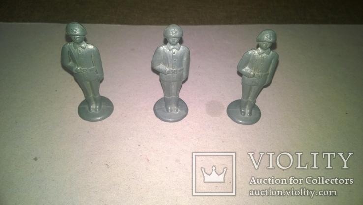 Три солдата з автоматом, фото №2