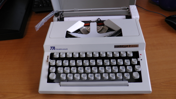 Новая механическая печатная машинка Triumph-Adler Contessa 2 de luxe