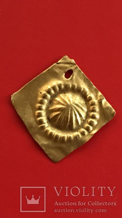 Древняя золотая нашивка