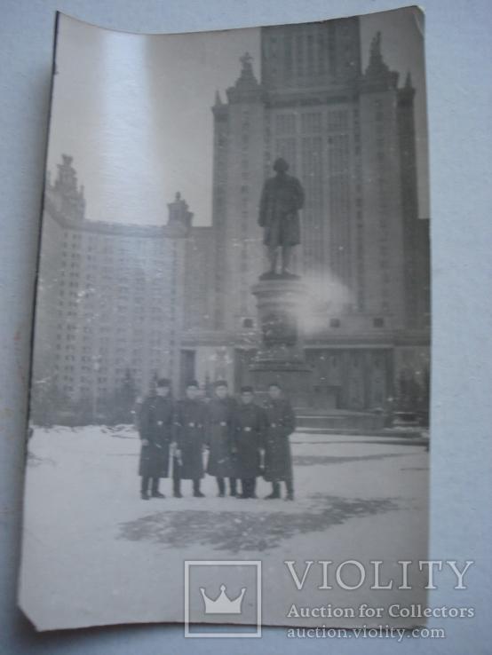 Группа военных на фоне Университета им. Ломоносова., фото №2