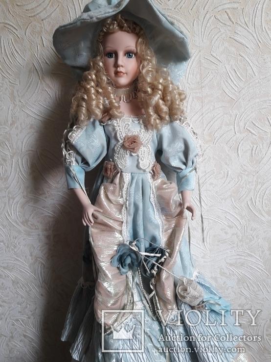 Кукла с зонтиком .фарфор 67см.