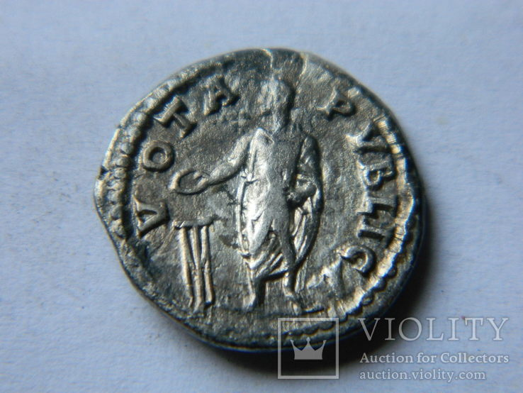 Hadrian AR Denarius, RIC 290  vota pvblica