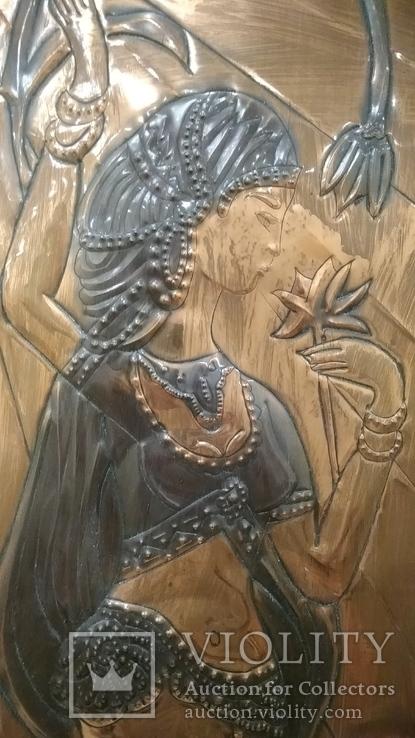Чеканка Танцовщица с цветком 32.5*74 см., фото №6