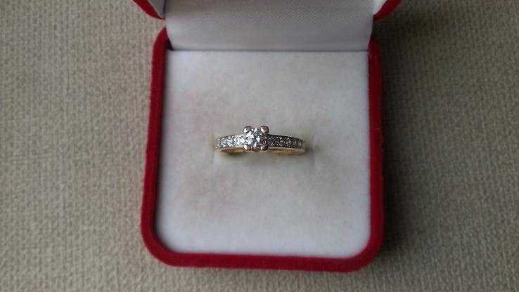 Кольцо золото 585, вставки кристаллы Swarovski.