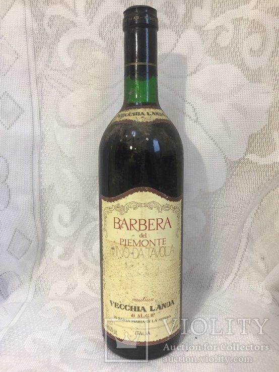 Вино Barbera del piemonte Italia