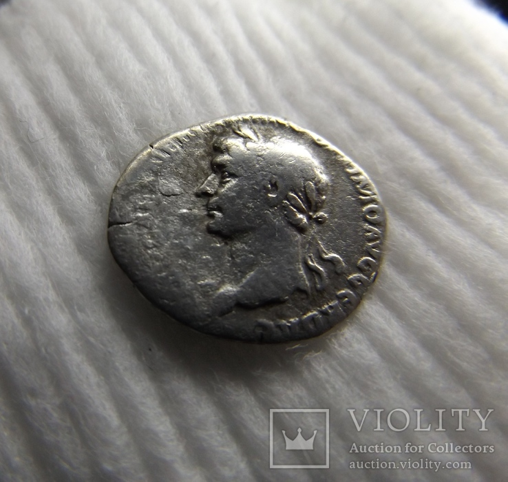 Траян портрет в лево