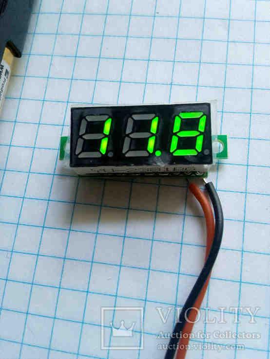 Цифровой вольтметр с диапазоном измерения от 3.2 - 30 вольт.(зеленые цифры)