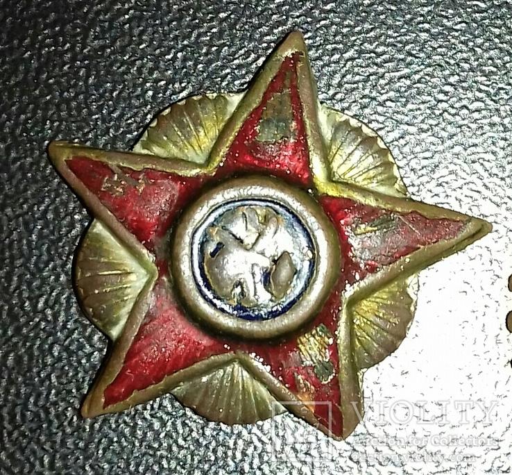 Звезда плуг и молот в сиянии.