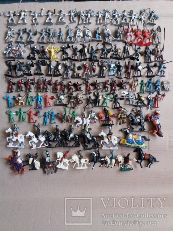 Пластмассовые фигурки рыцарей