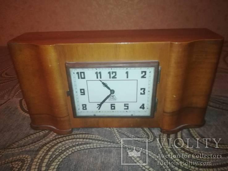 Часы Владимир настольные на ходу с боем.