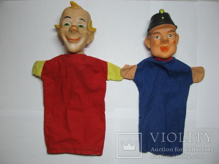 2 куклы из кукольного театра - солдат Швейка и Клоун
