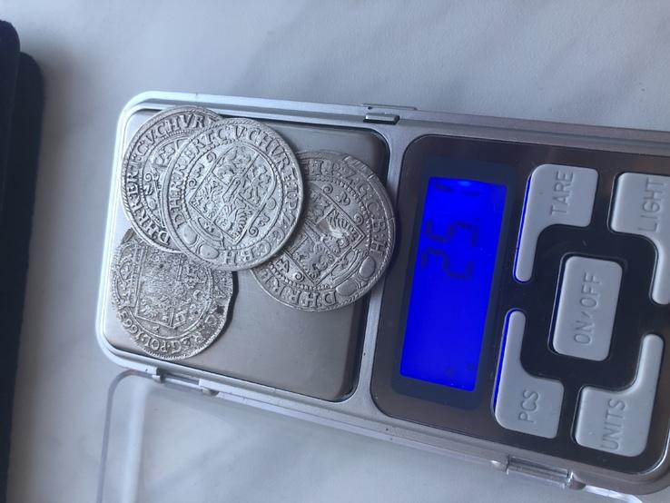 4 монети