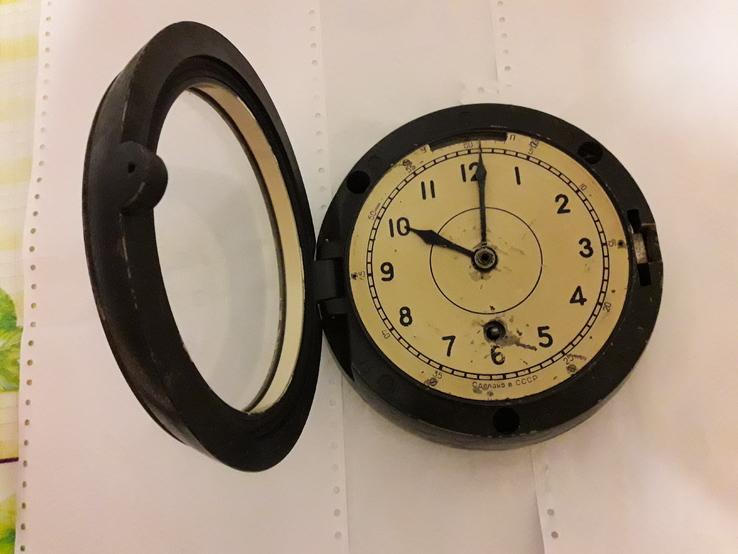 Часы каютные, корабельные.