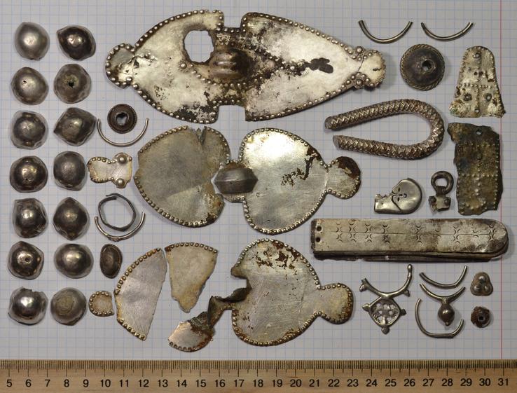 Коллекция предметов, конец 7-начало 8 века.Серебро.На реставрацию.Вес 159 грамм(на Китайских весах).