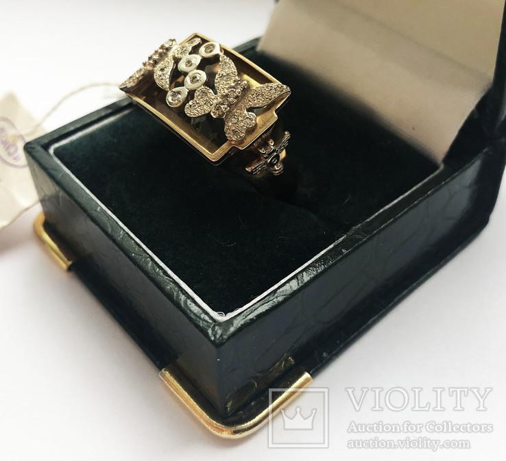 Золотое кольцо с бриллиантами и топазом.