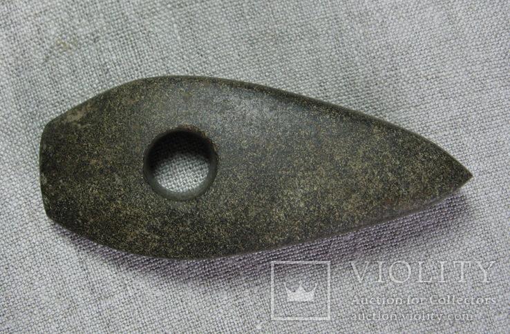 Каменный сверленый топор культуры круга Шнуровой Керамики.