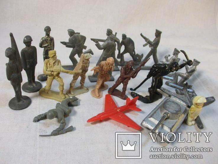 Солдатики и фигурки разные 20 шт