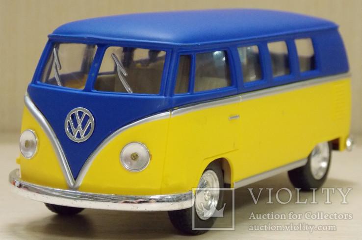 1:32 Kinsmart 1962 Volkswagen Classical Bus