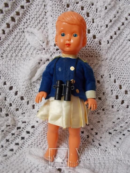 Куколка с биноклем