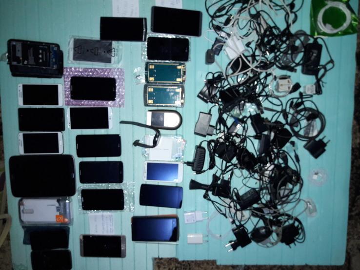 Одним лотом набір Смартфонів + з/ч + комплектуючі та багато іншого...