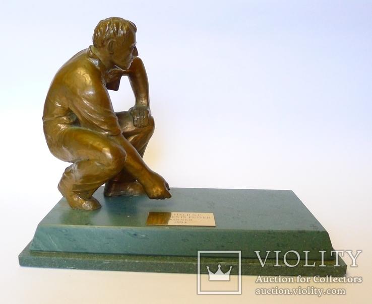 "Бронзовая скульптура на камне ""Победителю President's Putter"" гольф."