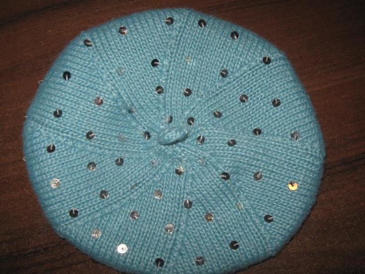 Красивий вязаний беретик на 8-10 років
