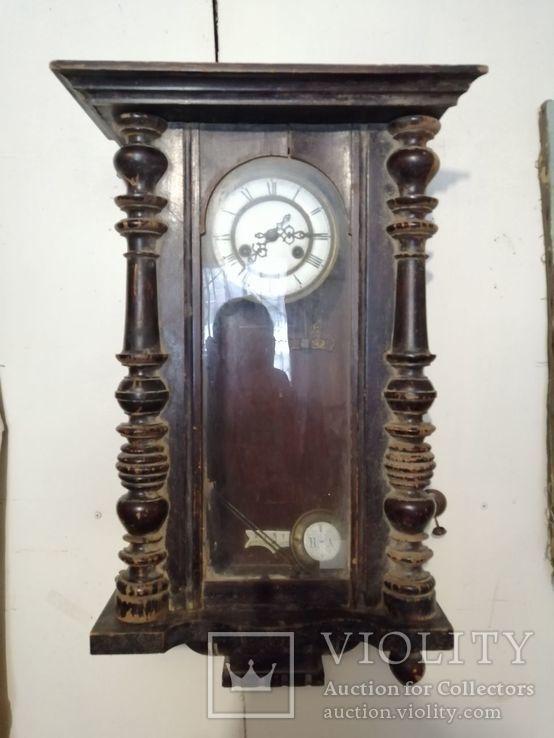 Настенные часы с фарфоровым циферблатом и клеймами