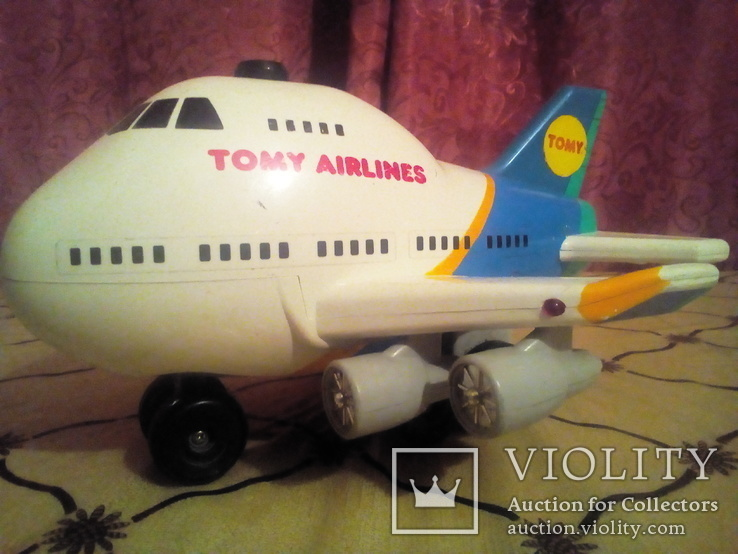 Игрушка Самолёт Tomi airlines.