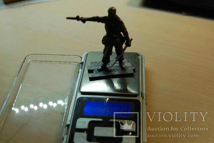 Пират прицелился из пистолета. 65мм, фото №11