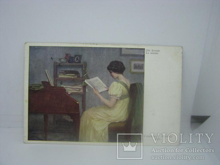 Открытка Девушка изучает ноты перед фортепиано. Музыка