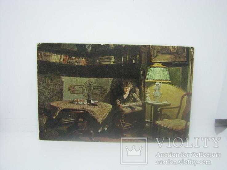Открытка Девушка читает книгу возле настольной лампы. Штемпель Полевой почты