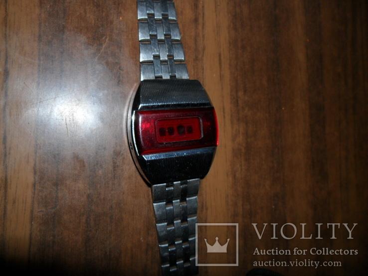 Часы Электроника 1 с красным циферблатом. -2