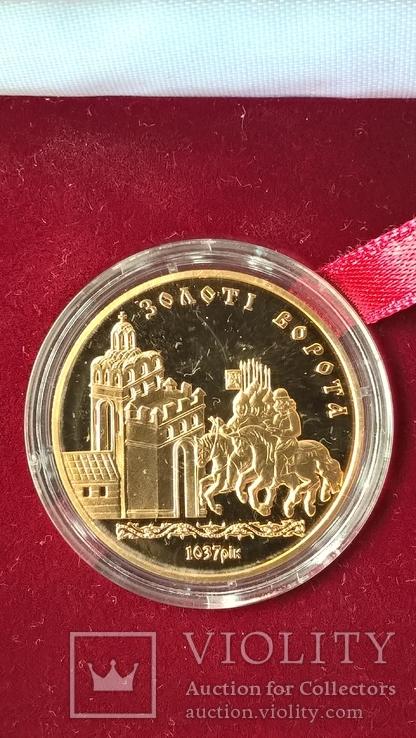 Золотая монета Золотые ворота