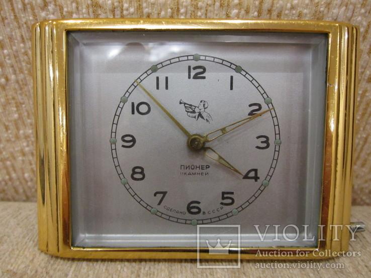 Часы будильник Пионер 11 камней стекло
