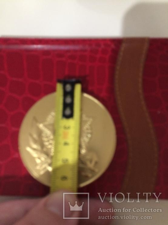 Памятная медаль ветерана жёлтого цвета