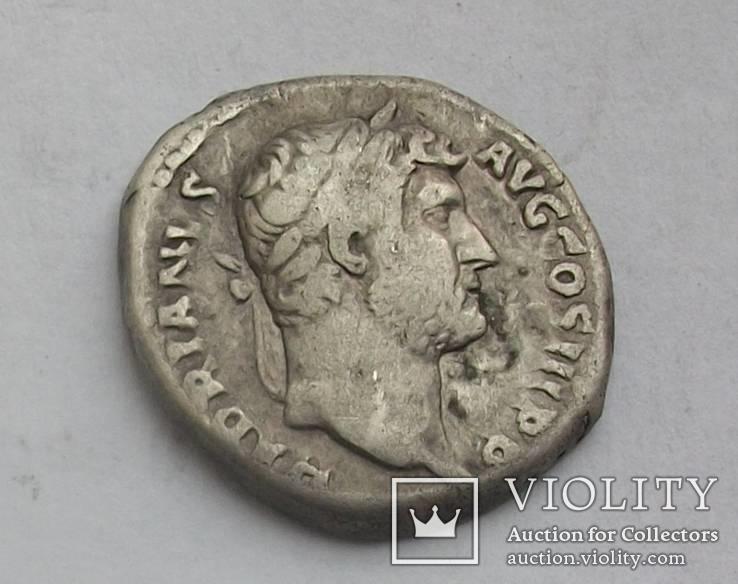 Денарий Адриана.RIC 268d.Император в венку.