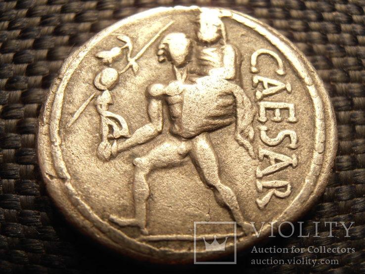 Денарій Юлія Цезаря