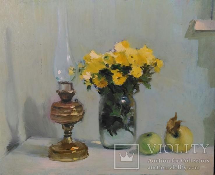 Хризантемы и керосиновая лампа