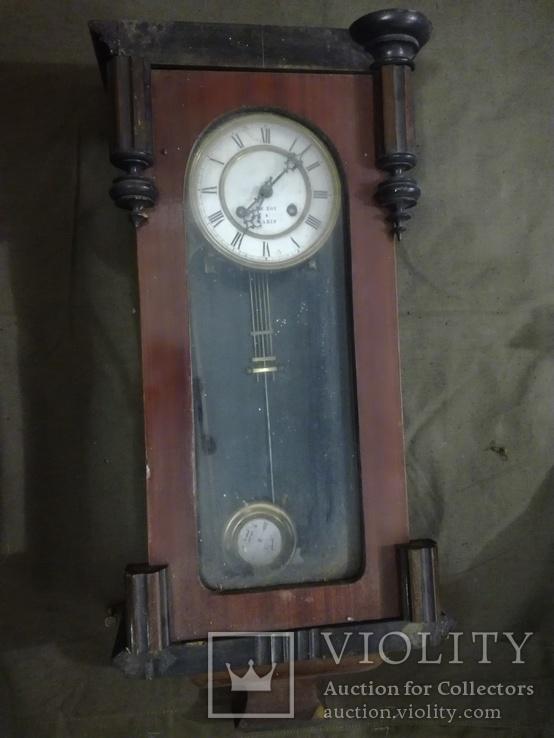 Часы «Le Roi Pairs» с эмалевым циферблатом.
