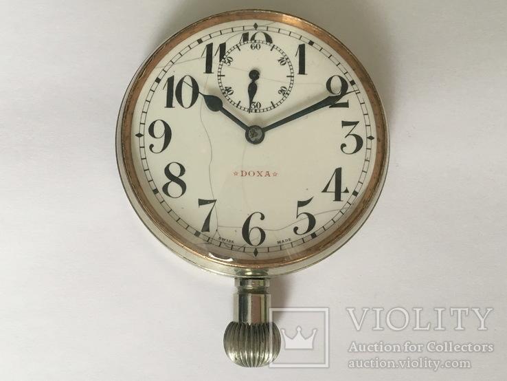 Служебные массивные часы Doxa
