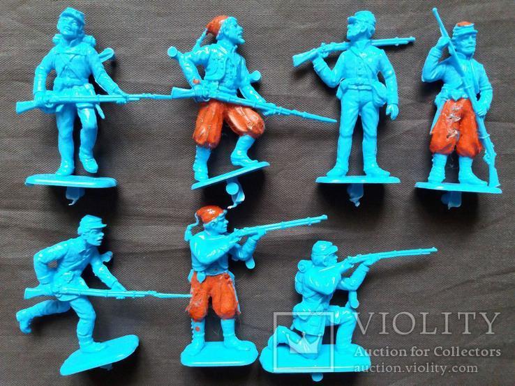 Фигурки солдат