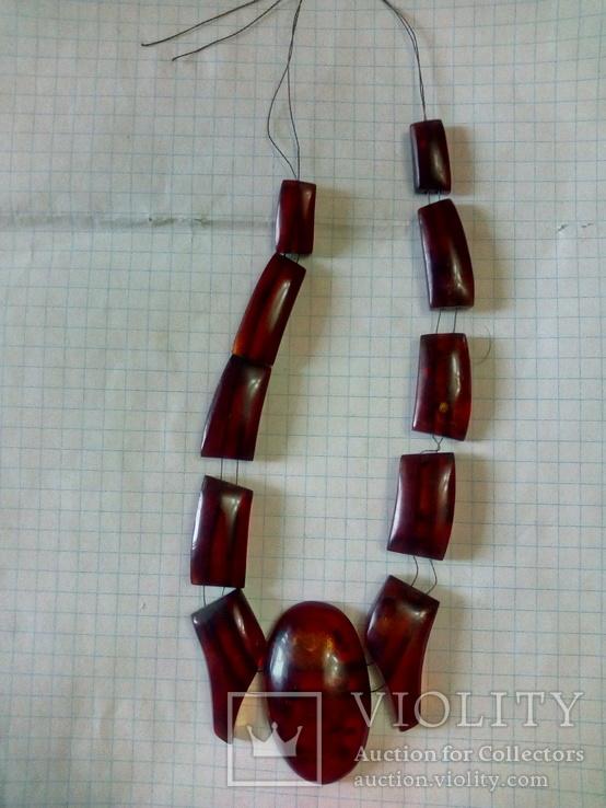 Остатки янтарного ожерелья.