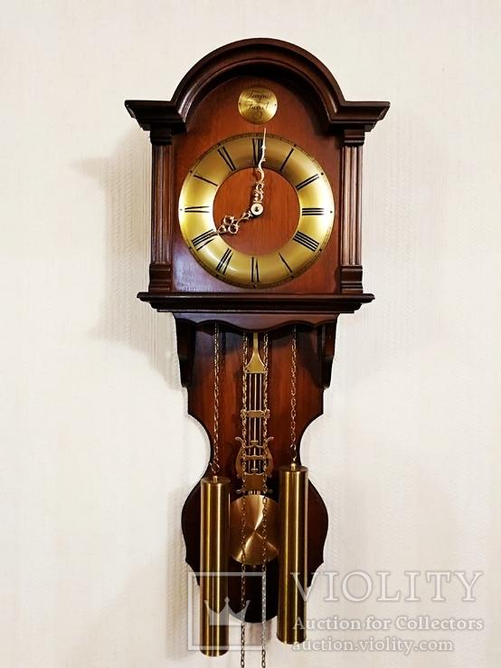 Настенные маятниковые часы AMS с получасовым боем. Механизм AMS W 150A. Германия.