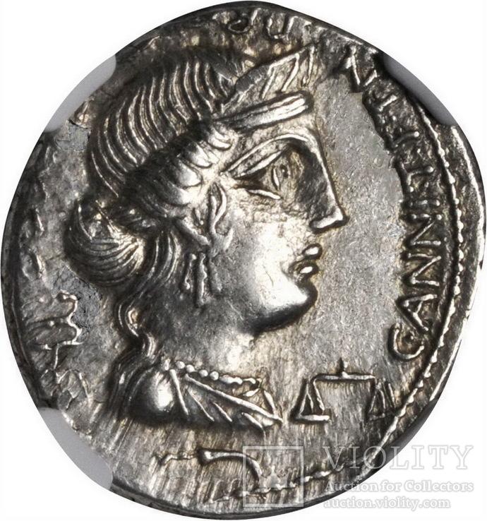 Республиканский денарий  C. Annius 82-81 г. до н.э.