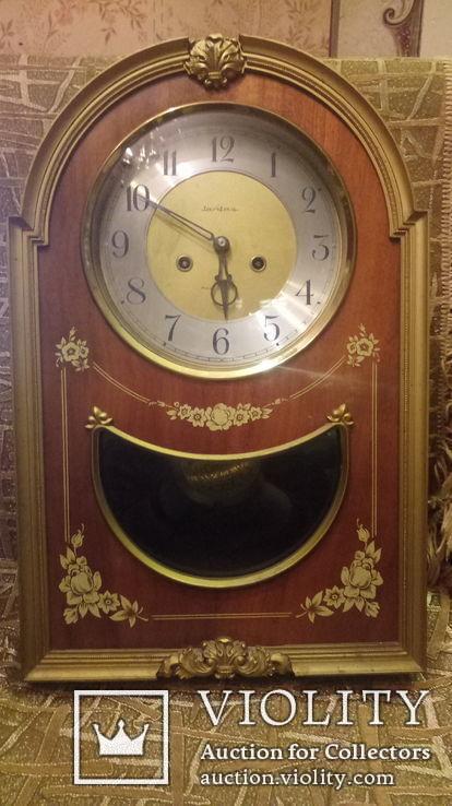 Часы ''ЯНТАРЬ'' настенные с боем 1989г.