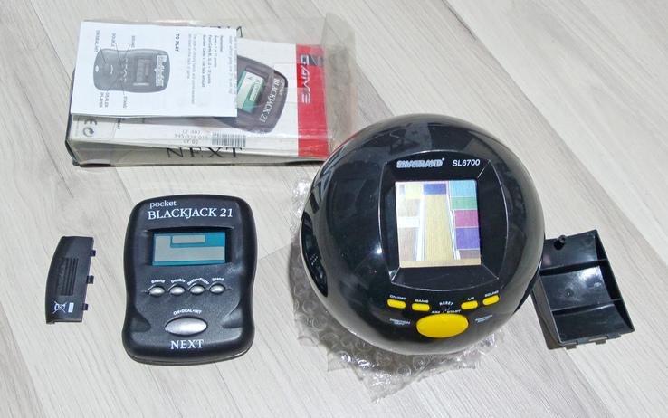 Две электронные игрушки из Германии.