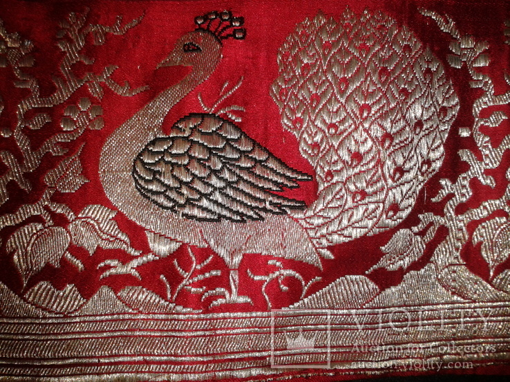 Серебряные павлины на красном., фото №2