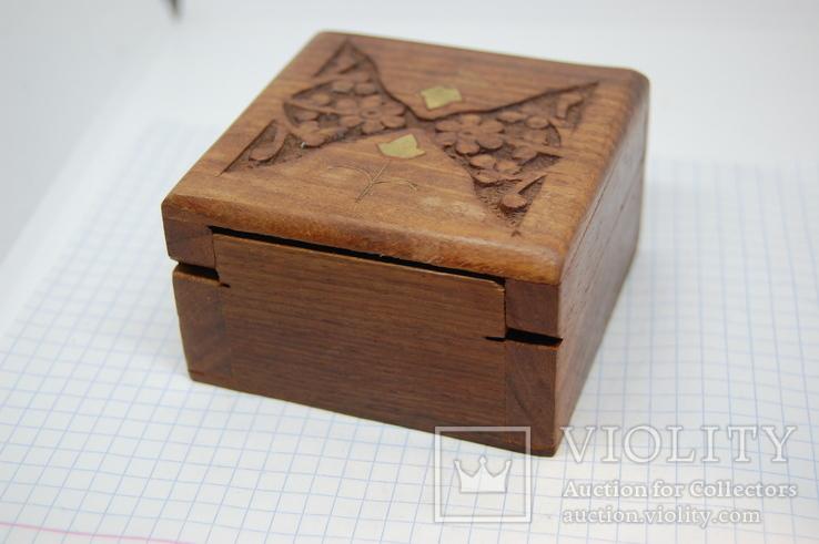Деревянный футляр. Резьба, инкрустация латунью, фото №5