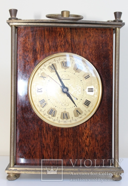 Настольные часы Молния в деревянном корпусе