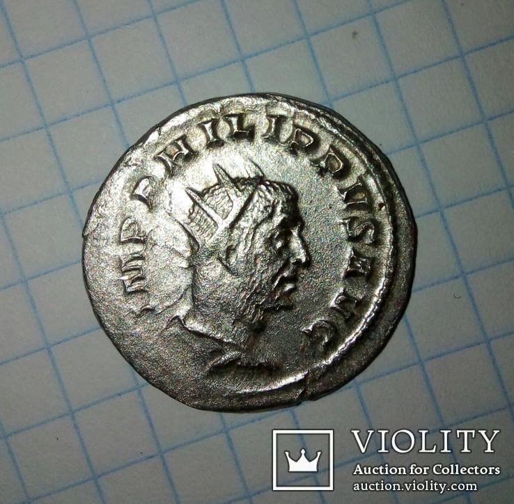 Антониниан Филипп Араб, легионерские штандарты
